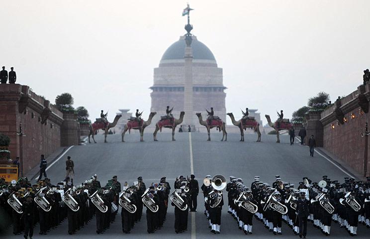 Нью-Дели, Индия: военный оркестр играет музыку