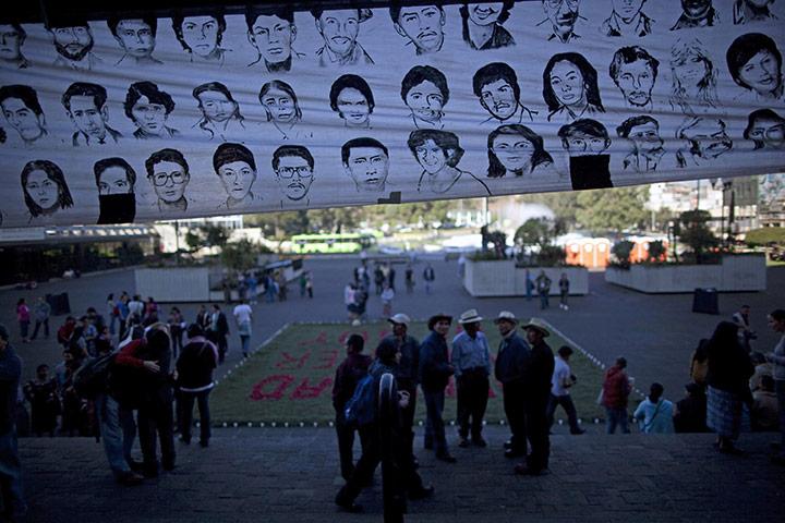 Гватемала Сити, Гватемала: баннер с портретами людей