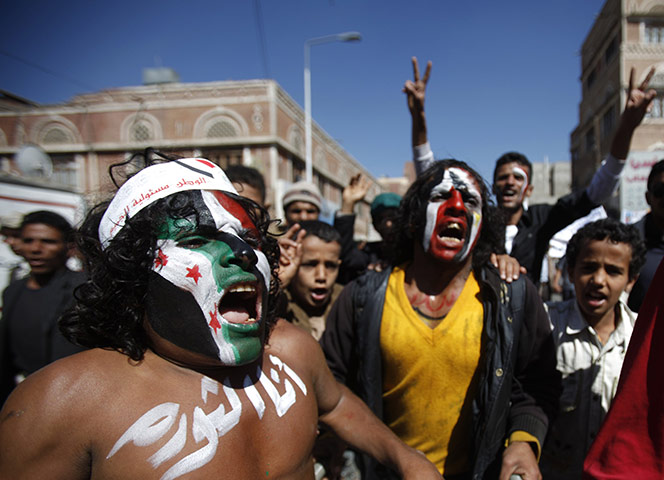 Сана, Йемен: протестующие кричат лозунги
