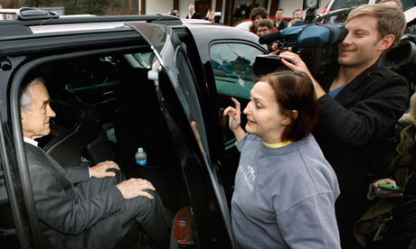 Ron Paul listens to Karen Heller outside Moe Joe's restaurant in New Hampshire
