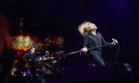 Robert Plant and John Paul Jones onstage at the O2 Arena, 2007.