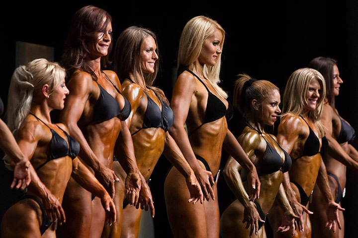 Bodybuilding: The female contestants gather on stage
