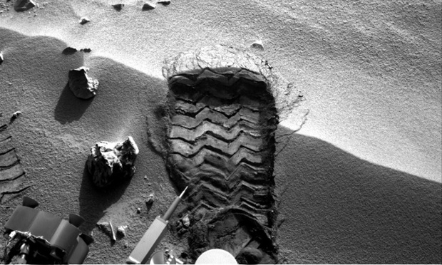 Monster footprint on Mars: Mars rover Curiosity has cut a wheel scuff mark into a wind-formed ripple at the