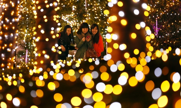The Christmas illuminations in Tokyo are brightening up today's picture blog. Featuring around 370,000 light-emitting diode (LED) bulbs powered by green electricity, the display can be seen until the new year