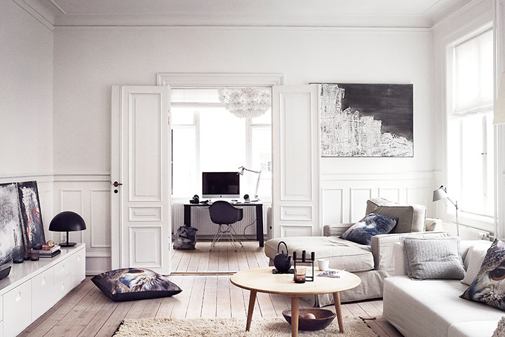 Light in the dark danish home style in pictures life - Decoracion nordica salon ...