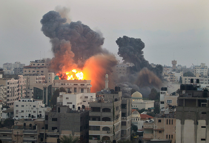The Gaza Strip under Israeli assault (Íomhá: The Guardian)