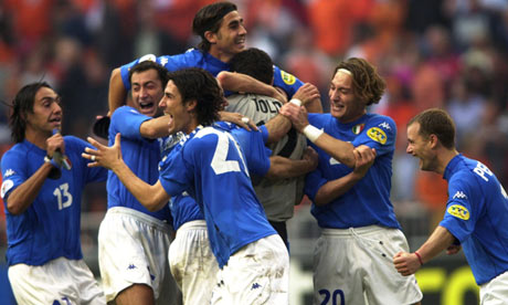 Italy celebrate scoring against Holland at Euro 2000