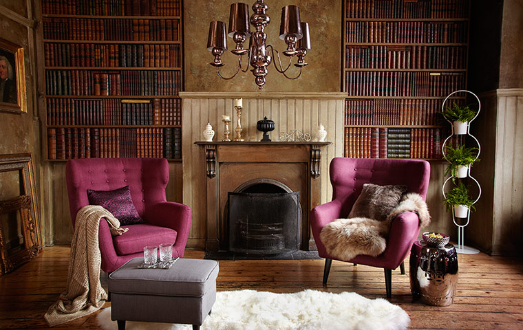 Homes: Luxe: Image of living room with old fashioned bookshelves and armchairs