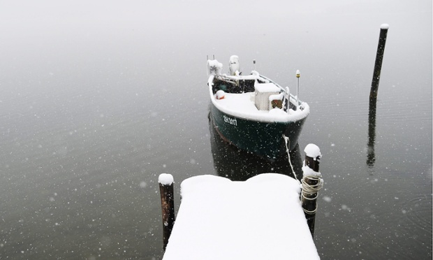 Snow is also falling in Switzerland, this lake is near Pfaeffikon, but there has been snowfall in many regions.