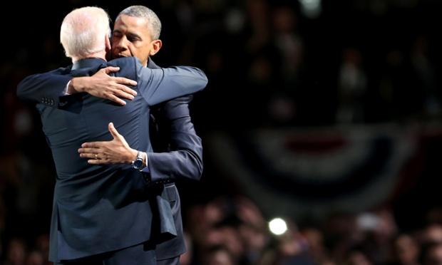 Barack Obama andVice President Joe Biden embrace on stage af