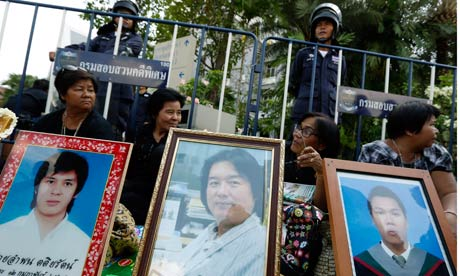 Anti-Abhisit Vejjajiva protesters