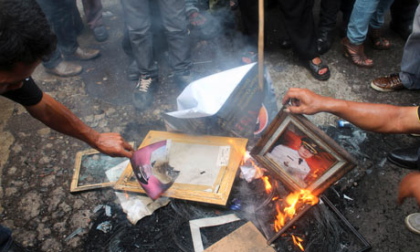 Indonesian protesters burn portraits of Garut district chief Aceng Fikri
