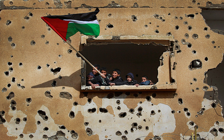 24 hours: Gaza Strip: Children wave a Palestinian flag during a rally