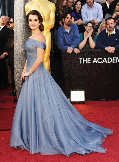 Oscars red carpet: Penelope Cruz Armani Prive