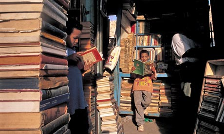 Children reading in a Cairo books market