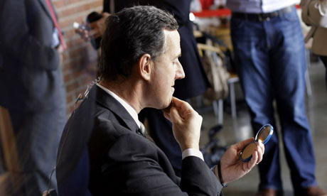 Rick Santorum applies make-up in Mississippi