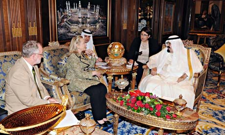 Hillary Clinton meets King Abdullah of Saudi Arabia in Riyadh