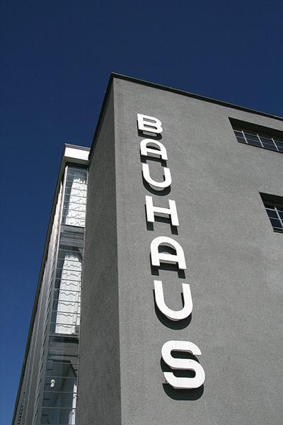 Bauhaus: Bauhausgeb ude Dessau, Walter Gropius 1925/26, S dansicht