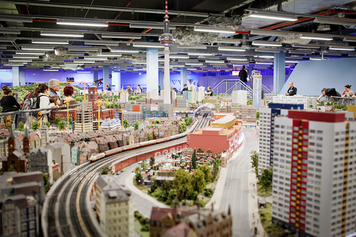 Berlin in miniature a model city in pictures travel - Mobeltown berlin ...