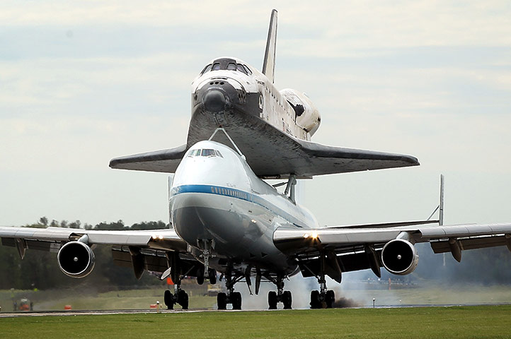 Space Shuttle: Space Shuttle Discovery Arrives in DC