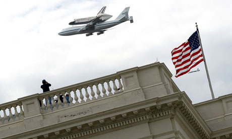 Space Shuttle Discovery flies over the US Capitol