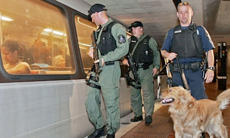 A TSA 'viper' (VIPR) team patrolling mass transit