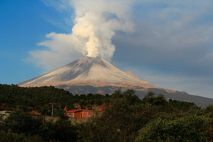 a report on popocatepetl an active volcano in mexico A mexican volcano that has been active on and off since 1994 has erupted over santiago xalitzintla village in puebla, mexico, blanketing the city in dusty, white ash the popocatépetl volcano began erupting around 230am on monday, sending ash two miles into the air.