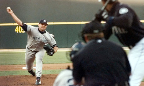 Roger Clemens pitching for New York Yankees in 2000