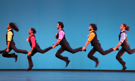 men dancing in Danza Contemporanea de Cuba