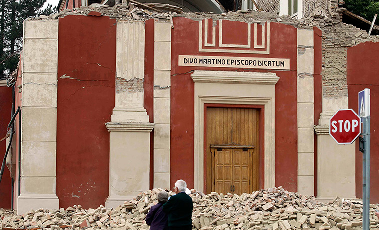 earthquake in italy: People stand in front of a damaged church