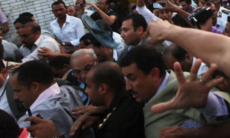 Men attack former prime minister and presidential candidate Ahmed Shafiq