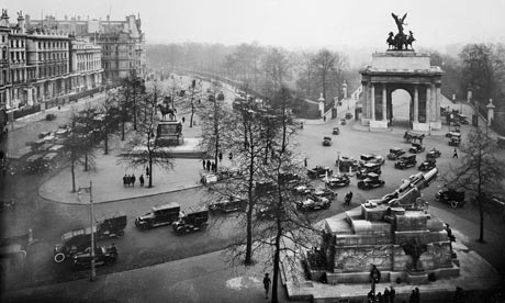 Wellington Arch in 1930, where a former police station has been converted to an art gallery