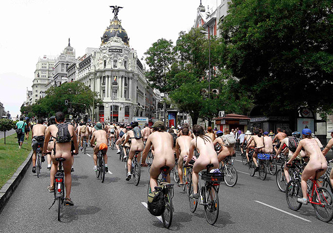 Nude Cyclists: Madrid, Spain: Cyclists ride nude through the city centre
