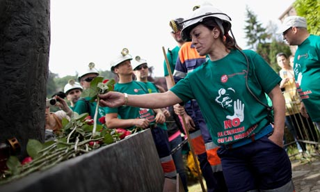Ana Sánchez lays a rose on the monument to dead miners