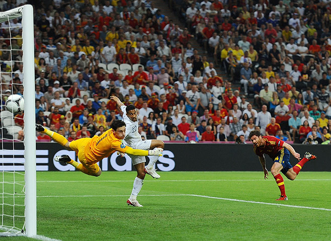 Spain v France: Alonso scores