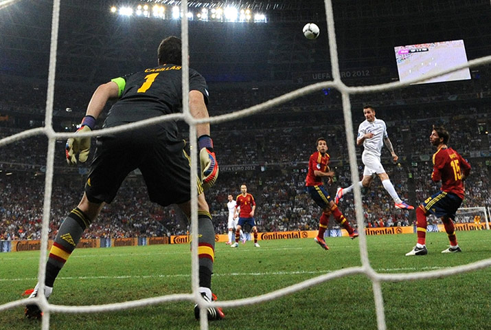 Spain v France 3: Mathieu Debuchy header