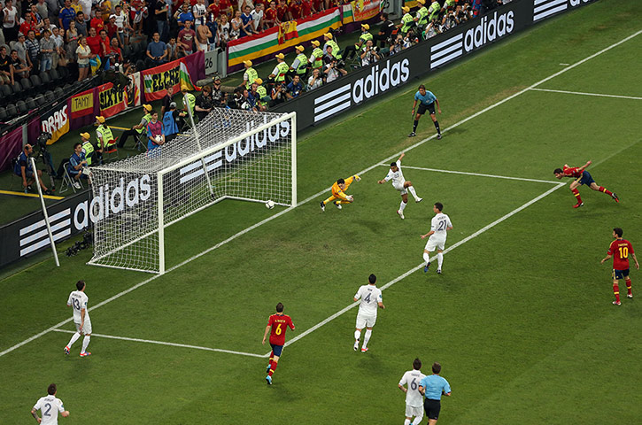Spain v France 3: Xabi Alonso scores