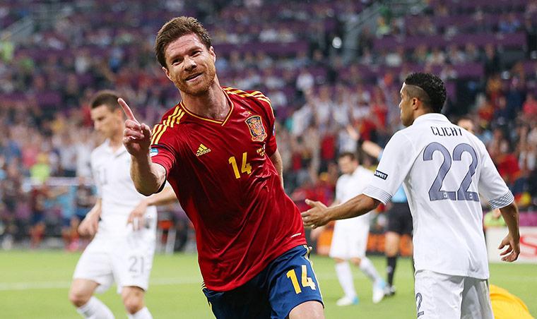 Spain v France 3: Alonso celebrates
