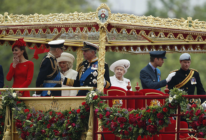Jubilee Thames pageant: Members of the Royal Family on the Royal Barge the