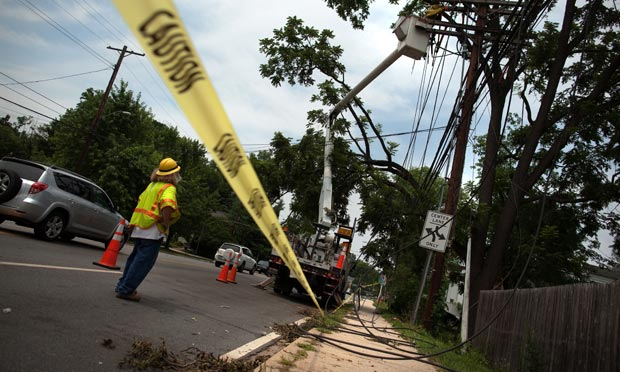 Pepco workers try to stabilize power lines 10:14