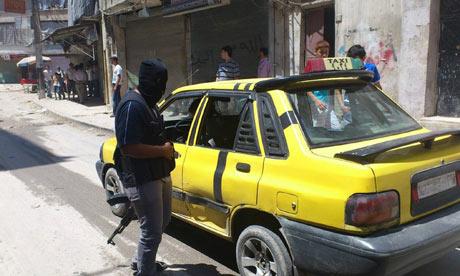 Los miembros de la patrulla del ejército sirio en Sukari gratis