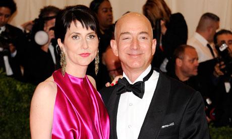 Jeff Bezos con la moglie MacKenzie a un manifestazione in favore dei matrimoni gay
