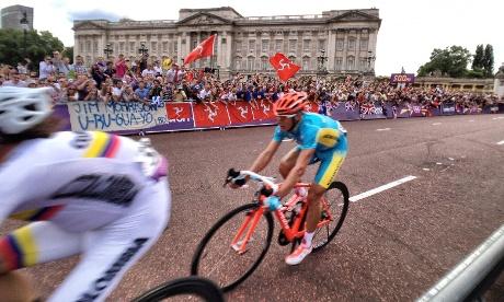 Kazakhstan's Alexandr Vinokourov wins men's road race gold