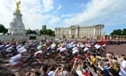Olympic road race passes Buckingham Palace