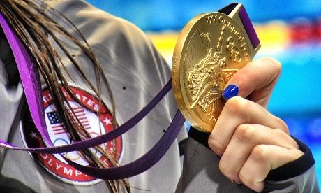 Team USA's Missy Franklin hold her gold medal for the Women's 100m backstroke