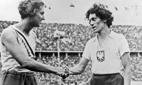 Stella Walsh congratulates Helen Stephens at the 1936 Olympics