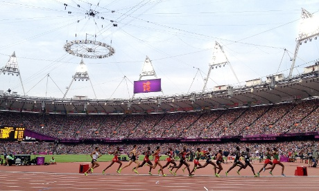 Mo Farah works his way up the field in the 5000m.