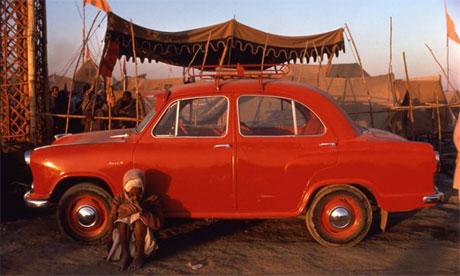 Pilgrim and Ambassador, Uttar Pradesh, 1977, by Raghubir Singh