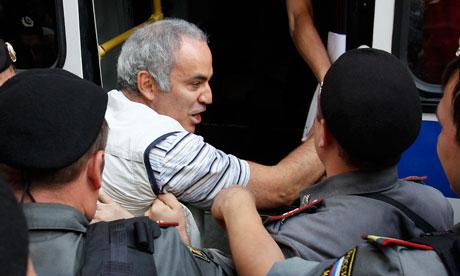 Police detain Garry Kasparov