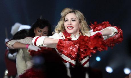 Мадонне предъявляют иск за позицию по правам геев российские участники кампании
